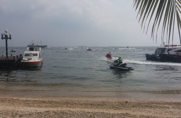 Explore The Sea using Jetski!